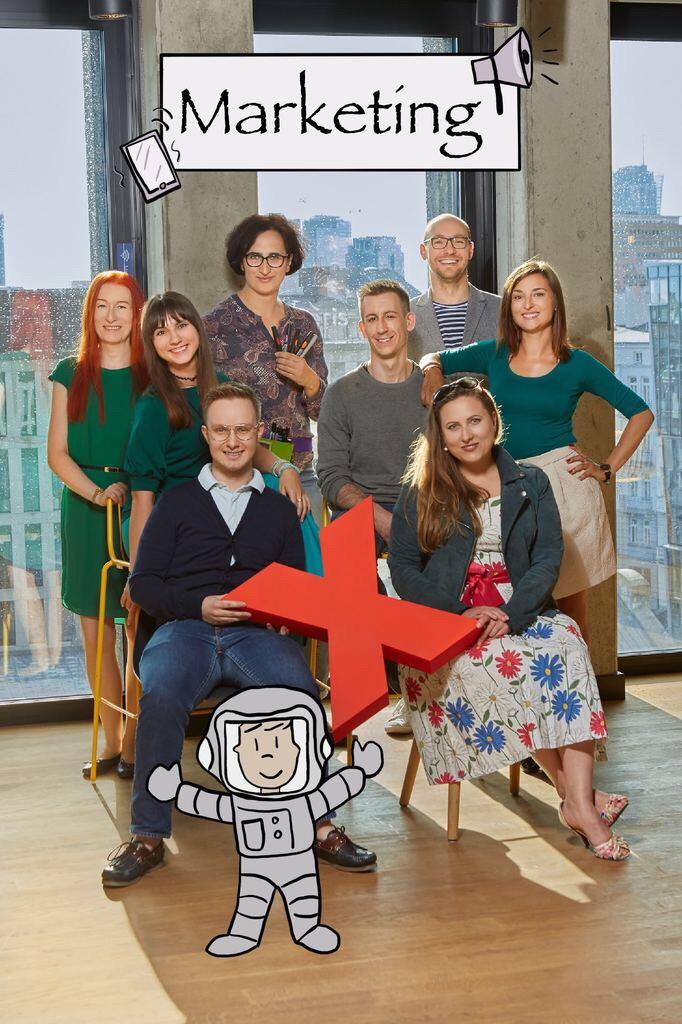 Zespół marketingu 2019 - 8 osób pozujących z X